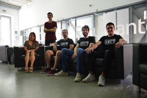 De izquierda a derecha, Marilyn, Luis, Álvaro, Miguel y Víctor.