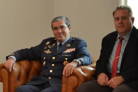 José Lorenzo Bastida y Juan Antonio Briones, coordinadores del monográfico, en el Rectorado de la UPCT.