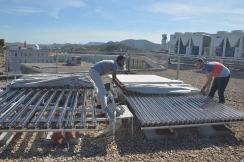 Investigadores en energía solar fotovoltaica de la UPCT.