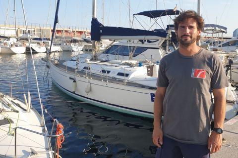 En la imagen, Álvaro García Foz en un puerto deportivo.