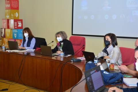 La rectora, junto a la secretaria general y la vicerrectora de Investigación, hoy en el Consejo de Gobierno.