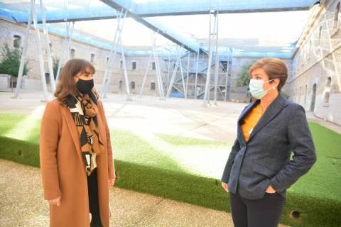Paloma Marengo e Ino Martínez en la Facultad de Ciencias de la Empresa de la UPCT.