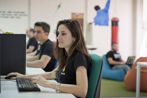 Imagen de archivo de estudiantes de la UPCT formándose en tareas de I+D+i.