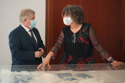 La rectora, junto al delegado del Gobierno, hoy en el Rectorado.