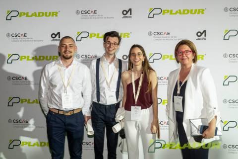 Los ganadores de la UPCT, junto a la profesora María Pura Moreno.
