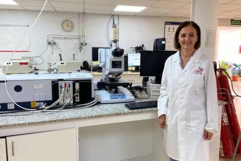 Fuensanta Monzó en un laboratorio del CETEC.
