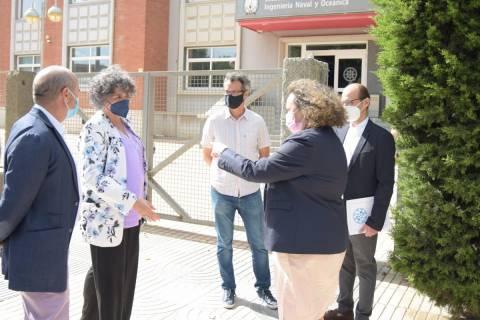 La rectora, recibiendo a la presidenta de la Autoridad Portuaria.