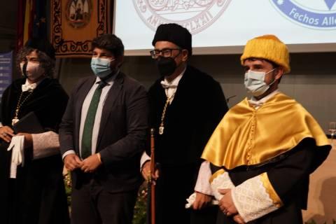 Los dos rectores y el presidente de la Comunidad.