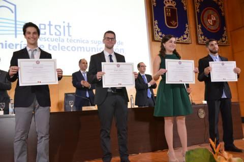 Foto del acto de graduación de 2017, en la que se graduó Clara Máximo.