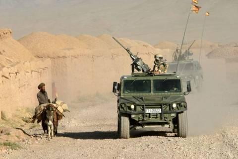 Militares patrullando en Afganistán, antes de la retirada de los ejércitos de la OTAN.