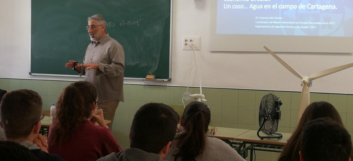 La UPCT clausura la Semana de la Ciencia del Jiménez de la Espada con una charla sobre energías renovables