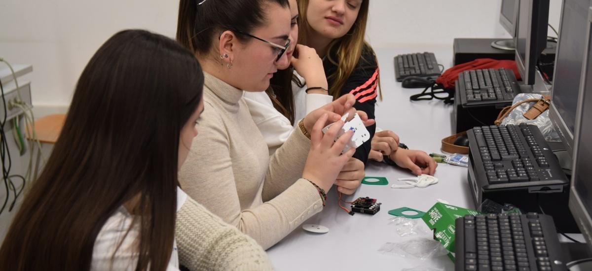 Alumnas del proyecto 'Quiero ser ingeniera' hacen prácticas en 'Teleco'