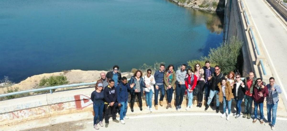 Estudiantes del Máster de Caminos, Canales y Puertos hacen prácticas con drones en el embalse de Santomera