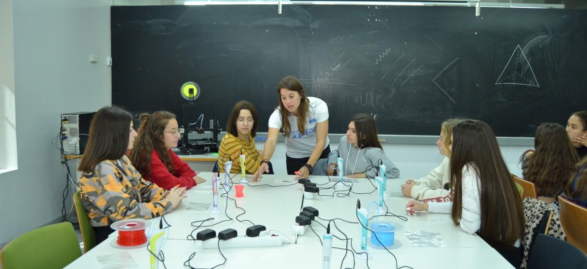 Alumnas de 'Quiero ser ingeniera' hacen prácticas en laboratorios de Industriales