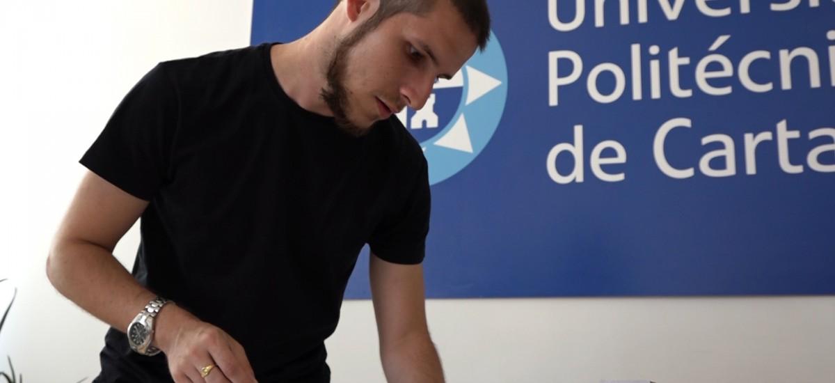 El becario de fotografía del Servicio de Comunicación de la UPCT recibe un premio nacional junto a artistas de universidades extranjeras