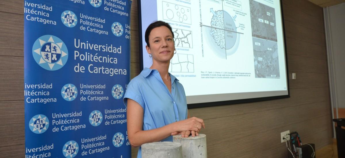Una tesis de la UPCT desarrolla un hormigón ligero y sostenible utilizando plástico y corcho reciclado