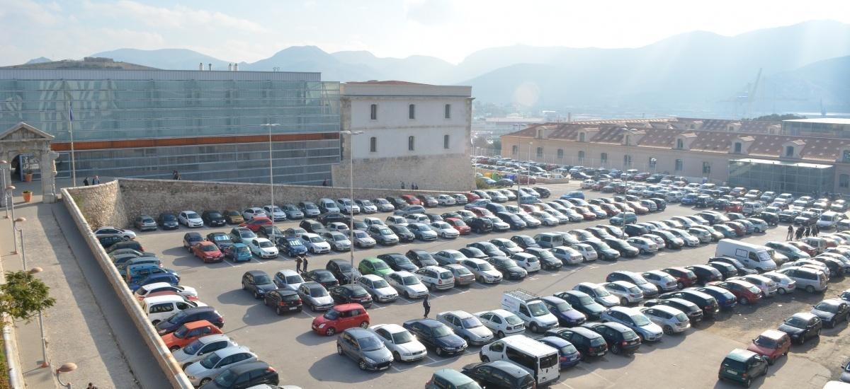 Prohibido aparcar en la plaza de Antigones entre este miércoles y el viernes por la tarde