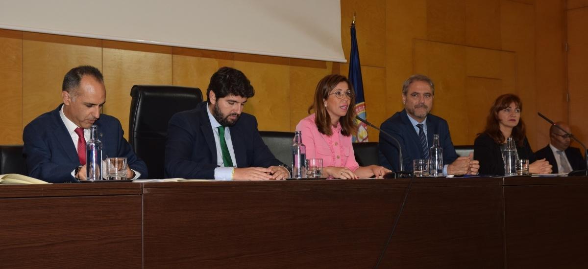 """La alcaldesa destaca la """"excelencia"""" de la UPCT en su 20 aniversario"""