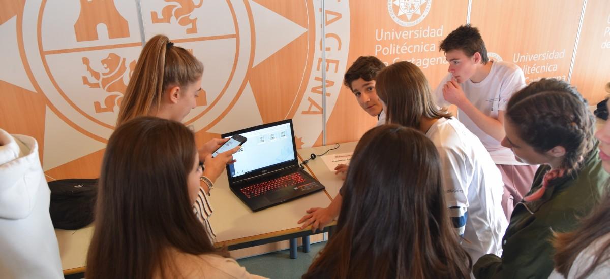 Estudiantes de Telecomunicación de la UPCT forman en nuevas tecnologías a alumnos de instituto