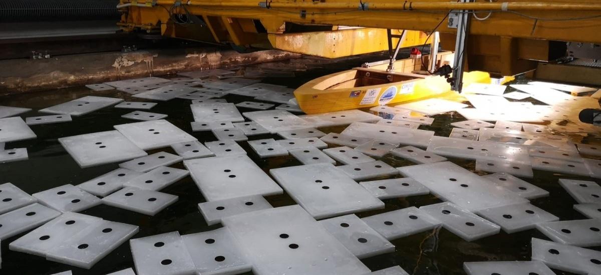 Investigadores de la UPCT usan un modelo a escala del BIO Hespérides para reproducir las condiciones de navegación en zonas con hielo