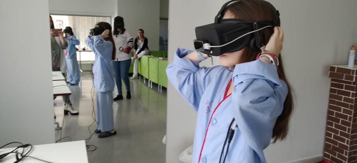 La UPCT enseña a pacientes del hospital Reina Sofía a desarrollar aplicaciones de realidad aumentada y realidad virtual