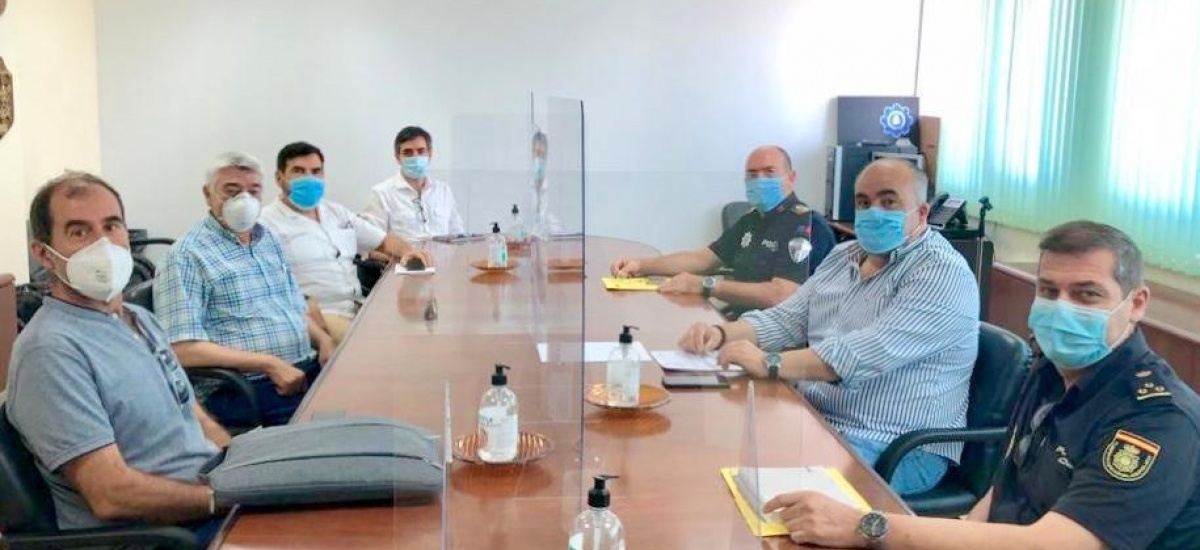 Reunión de coordinación entre Universidad, Ayuntamiento y Policía Nacional para garantizar la seguridad durante EBAU
