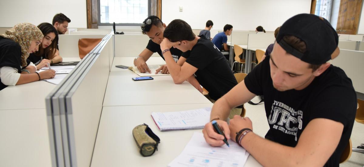 ¿Quieres estudiar ADE o Turismo? Estudiantes y exalumnos te explican esta tarde cómo fue su exitosa inserción laboral