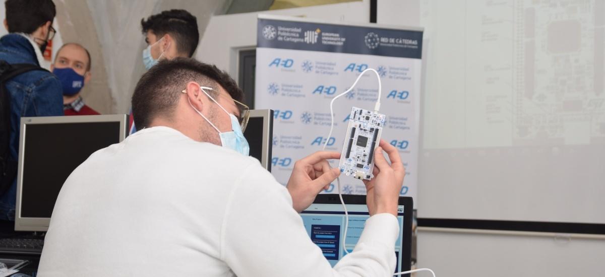 El Consejo Social premia a AED, Everis y Cepaim, a Pablo Bielza y a la egresada que dirige la Fábrica de Motores de Navantia