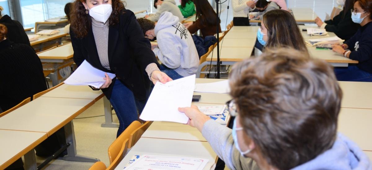 Imagen Una treintena de preuniversitarios compite en la Olimpiada de Ciencias de la Empresa