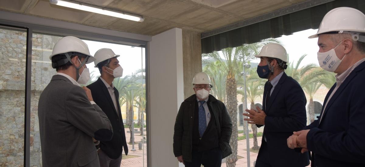 El director general de Universidades visita las obras de construcción de nuevos despachos en el CIM