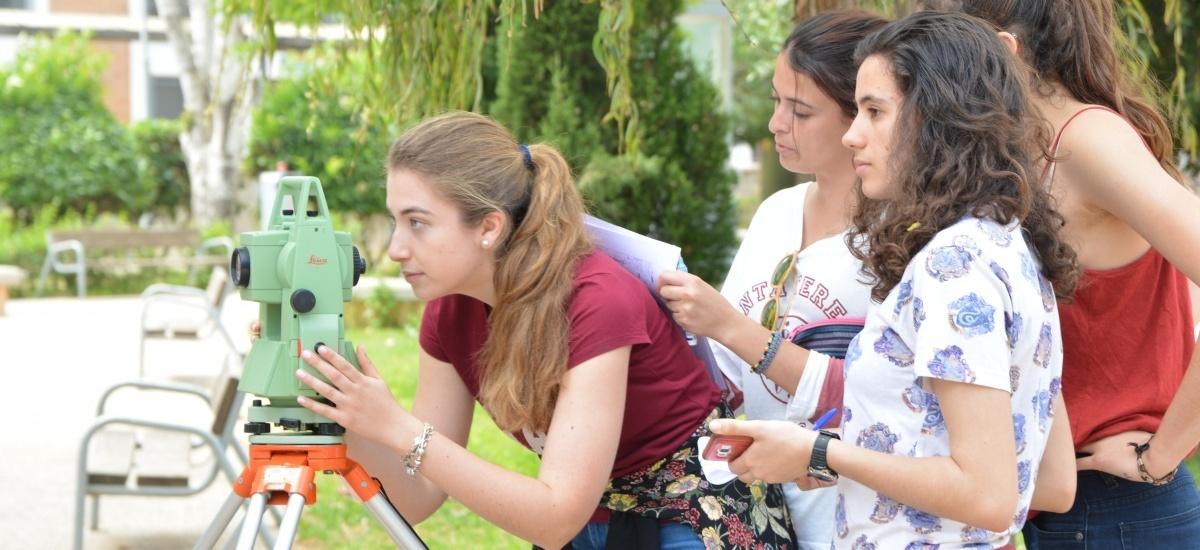 50.000 euros en becas para alumnas de primer curso en grados de Ingeniería y Arquitectura