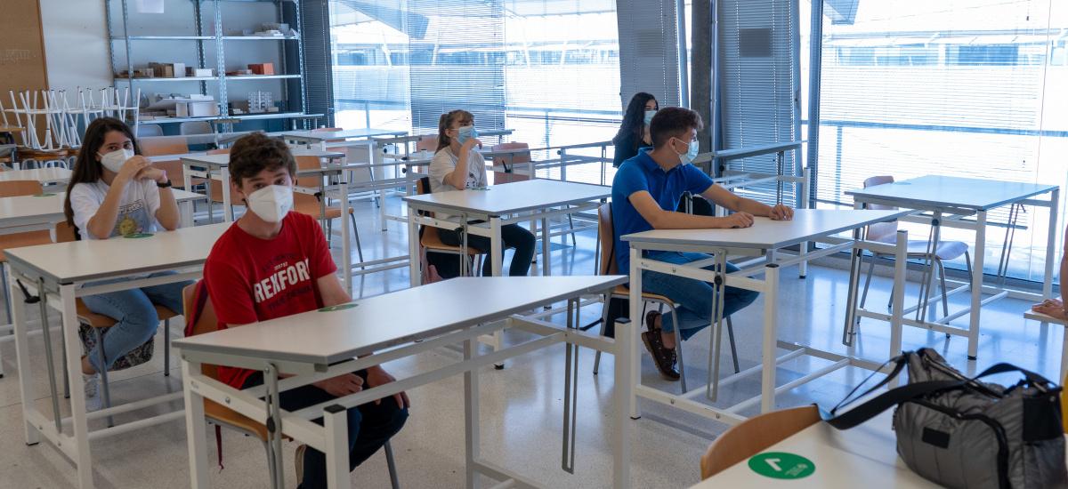 Ganadores regionales de la Olimpiada de Ingeniería de Edificación visitan la ETSAE para preparar la fase nacional