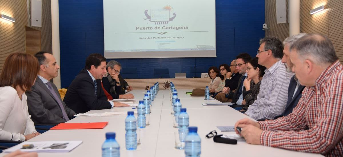 Foto: La UPCT y la Autoridad Portuaria firman contratos de investigaci�n por m�s de 140.000 euros para la mejora medioambiental del puerto