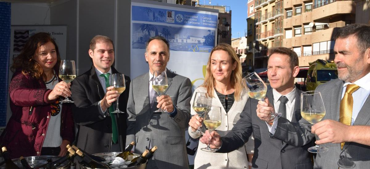 Foto: La UPCT presenta un vino de uva merseguera joven y otro macerado durante dos a�os