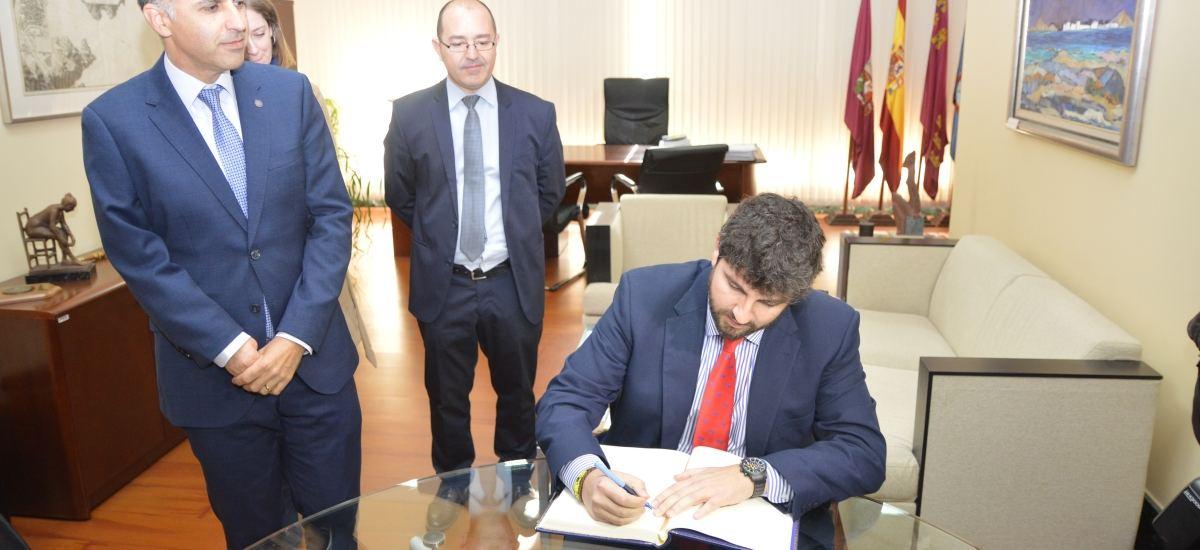 Foto: Primera visita oficial del presidente de la Comunidad a la UPCT