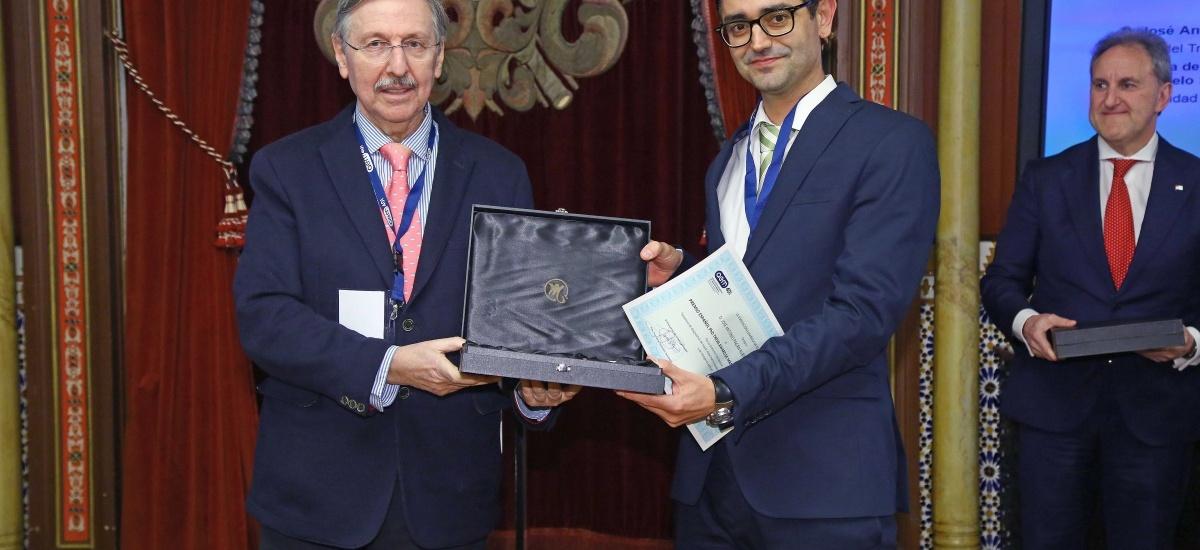 Foto: El doctor por la UPCT José Antonio Pagán recibe en Bilbao el premio a la mejor tesis de la Asociación Española de Mantenimiento